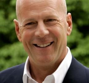 Bruce Willis puede enseñarte a cambiar un pañal en menos que 7 Segundos