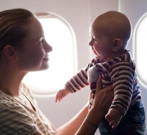 niños en avion