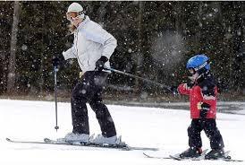 esquiando con niño chico